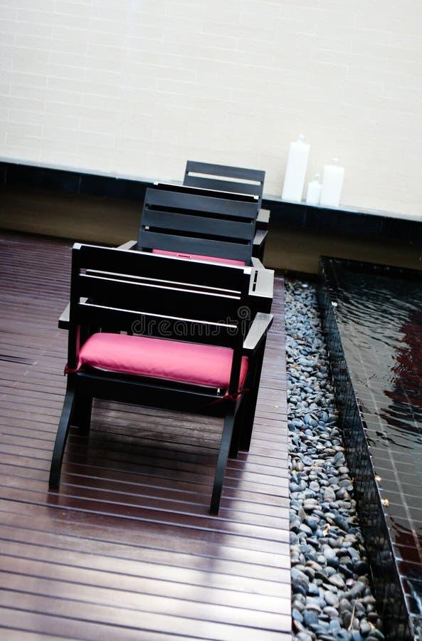 Tabela e cadeiras imagens de stock