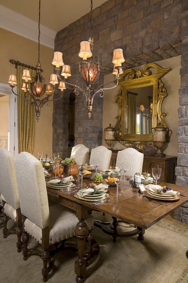 Tabela e cadeiras da sala de jantar