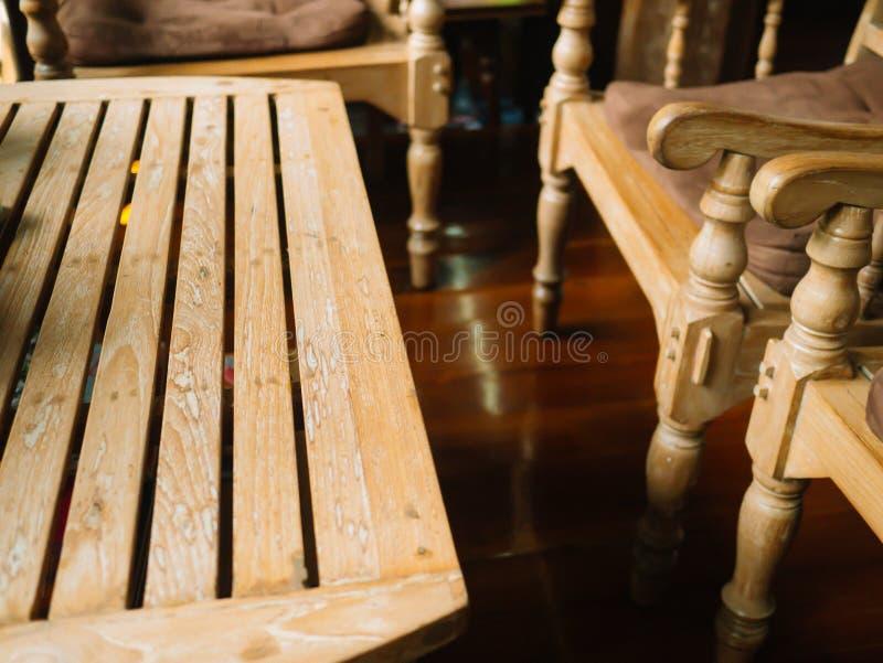 Tabela e cadeiras de madeira fotografia de stock