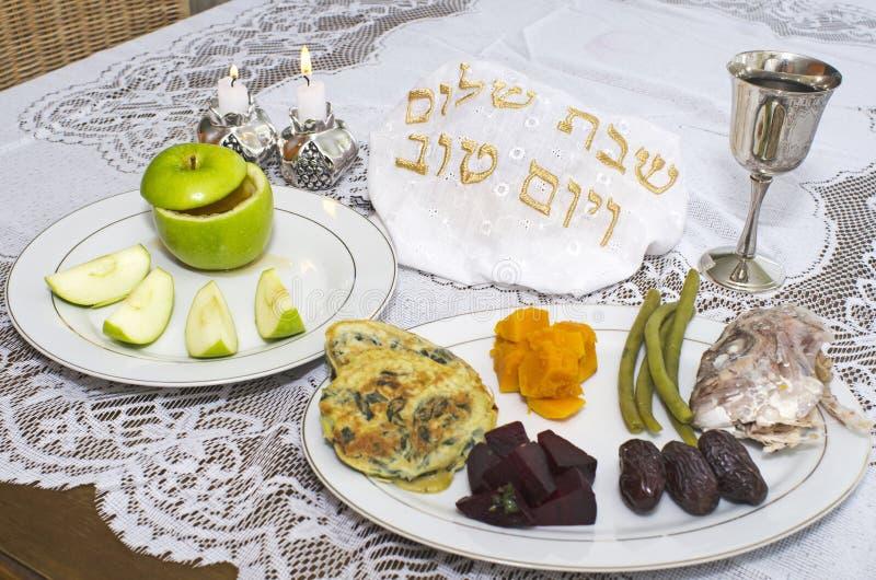 Tabela judaica de Seder do feriado de Rosh Hashanah foto de stock