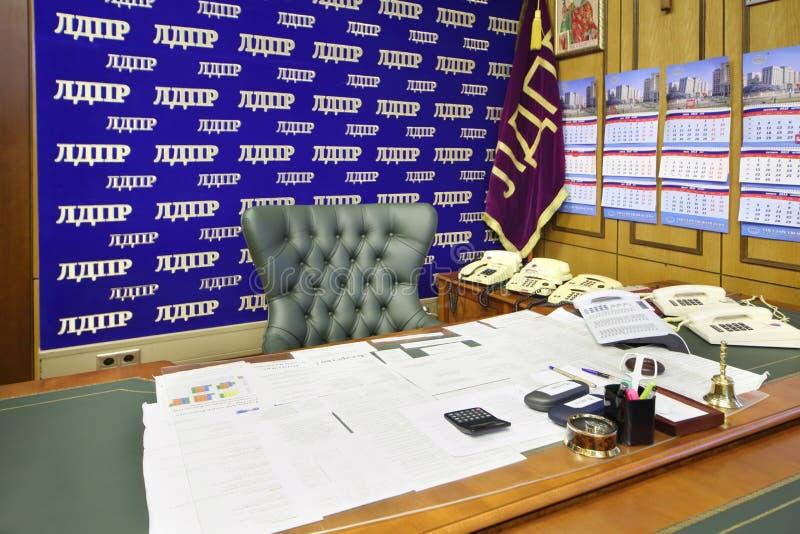 Tabela no escritório pessoal de Vladimir Zhirinovsky imagens de stock