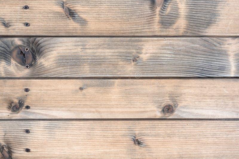 Tabela rústica construída com as pranchas de madeira envelhecidas imagem de stock