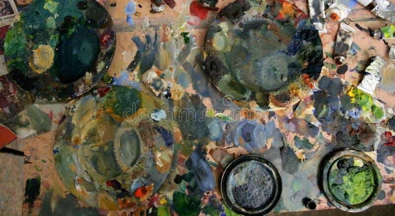 Tabela suja pintada estúdio do artista fotografia de stock