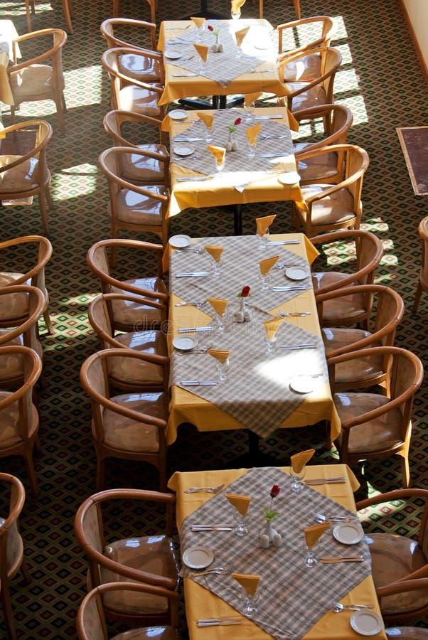 Tabelas do restaurante foto de stock royalty free
