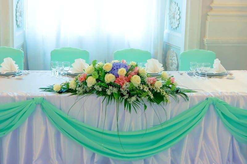 tabele ślub kwiaty obraz royalty free