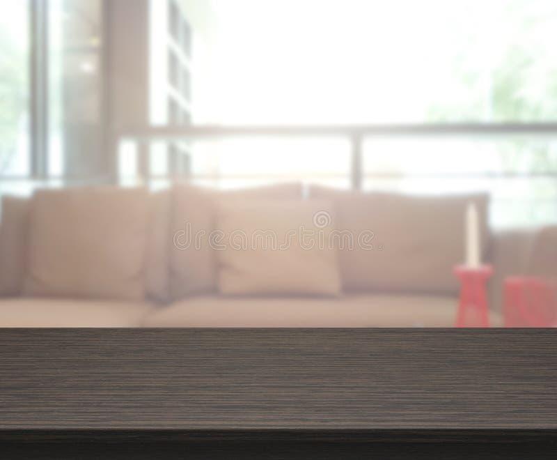 Tabellöverkant och suddighetsvardagsrum av bakgrund fotografering för bildbyråer