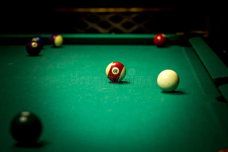 Tabell för pöl för Billiardbollar arkivfoton