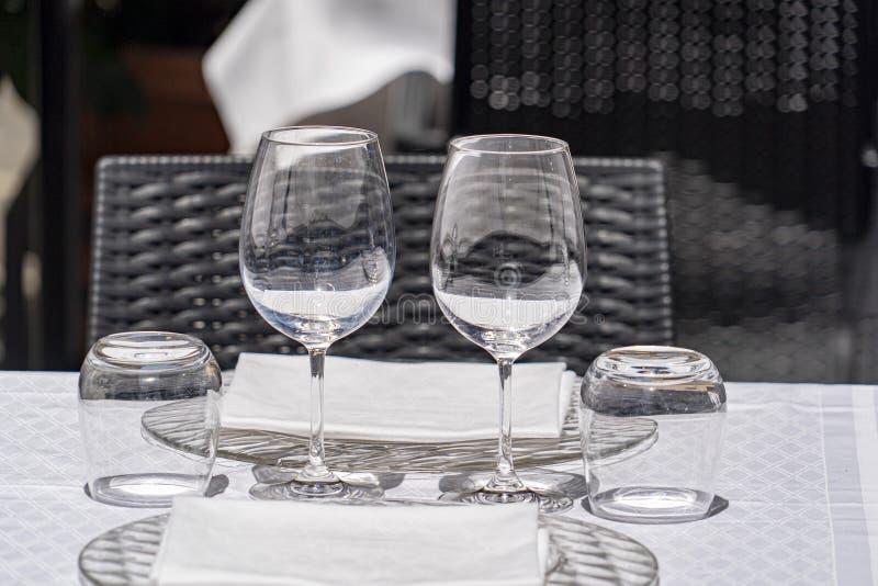 Tabell laden i stor mat rome Italien för utomhus- restaurang royaltyfria bilder