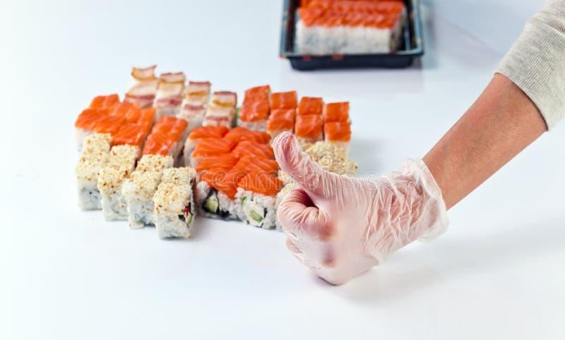 Tabell med sushi royaltyfria bilder