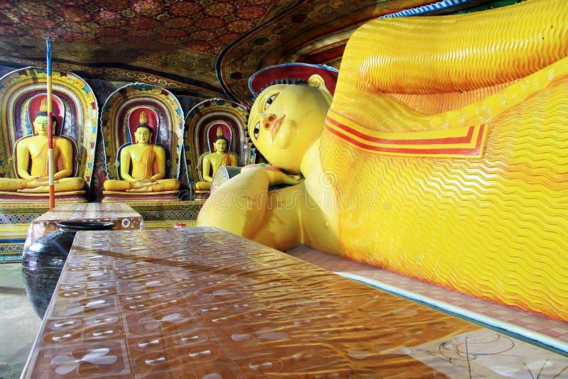 Tabell och Buddha royaltyfria bilder