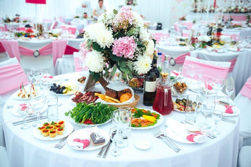 Tabell som ställs in för bröllop fotografering för bildbyråer