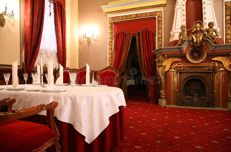 tabella del ristorante del camino fotografie stock libere da diritti