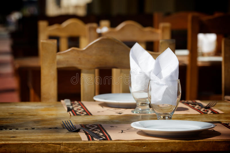 tabella della via del ristorante immagine stock