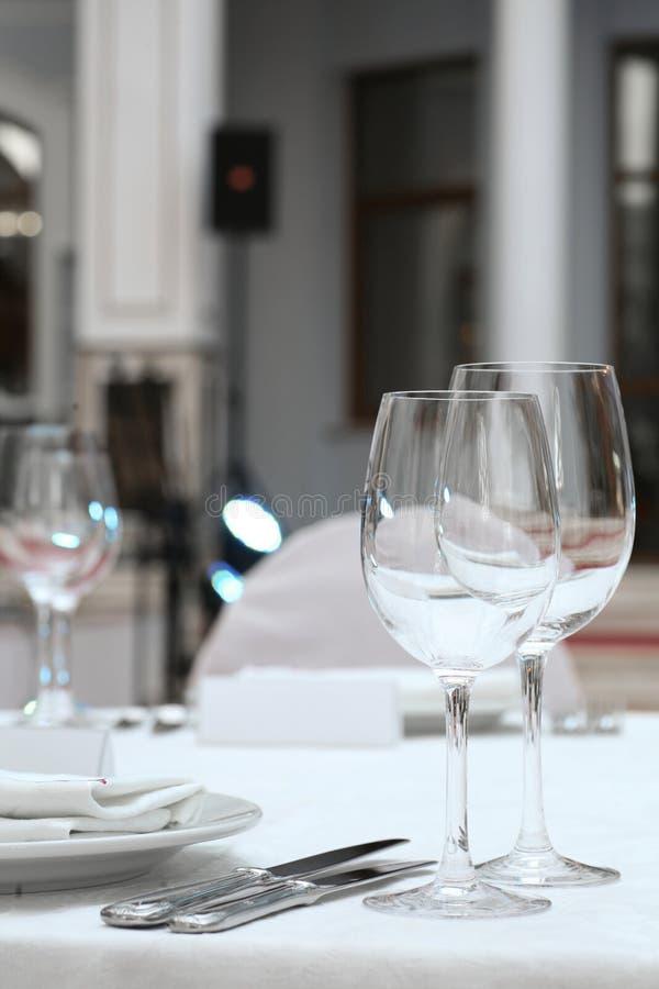 Tabella di banchetto in un ristorante immagini stock libere da diritti