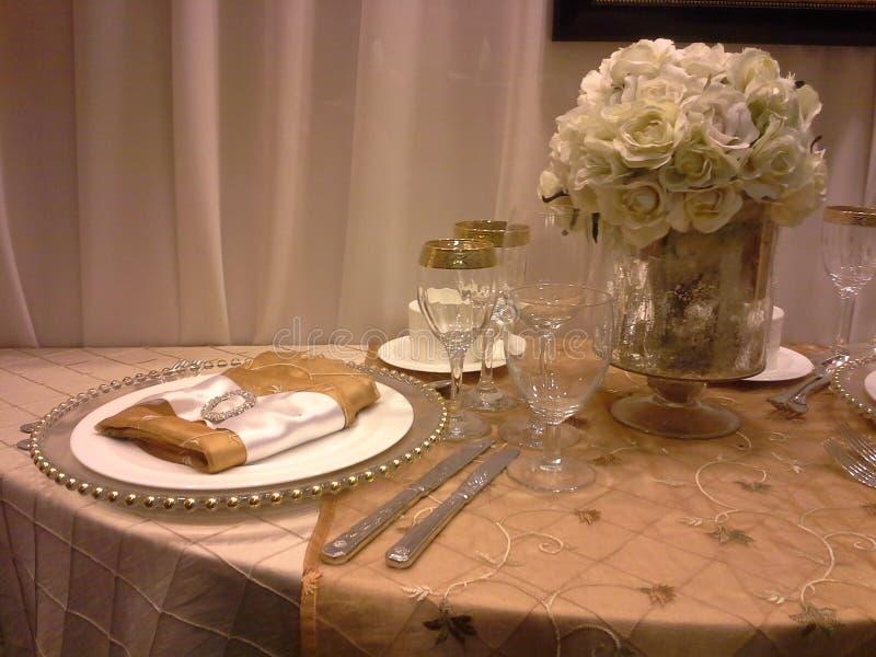 Tabella di cena di lusso fotografia stock libera da diritti
