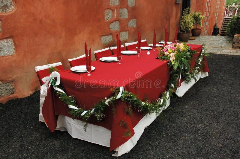 Download Tabella Di Cerimonia Nuziale Fotografia Stock - Immagine di wineglass, fiore: 212442