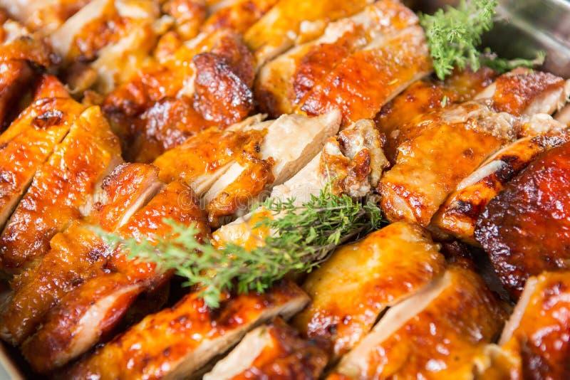 Tabella di evento di nozze dell'alimento di approvvigionamento Linea del buffet nelle nozze Primo piano delizioso dell'aperitivo immagine stock libera da diritti