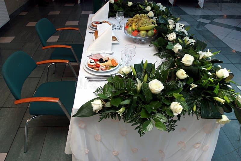 Tabella di pranzo decorata immagini stock libere da diritti