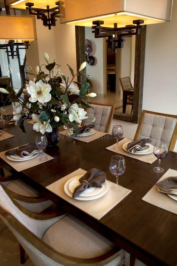 Tabella di pranzo della sala da pranzo per il partito fotografia stock