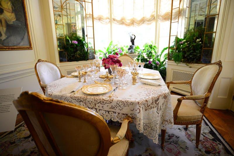 Tabella messa per la cena alla proprietà, al museo ed ai giardini di Hillwood fotografie stock libere da diritti