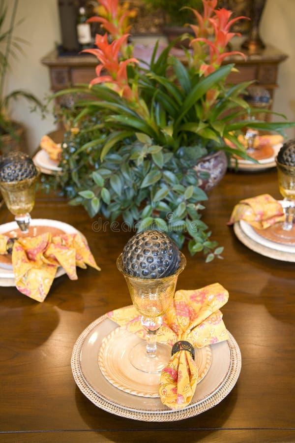Tabella pranzante festiva fotografia stock libera da diritti