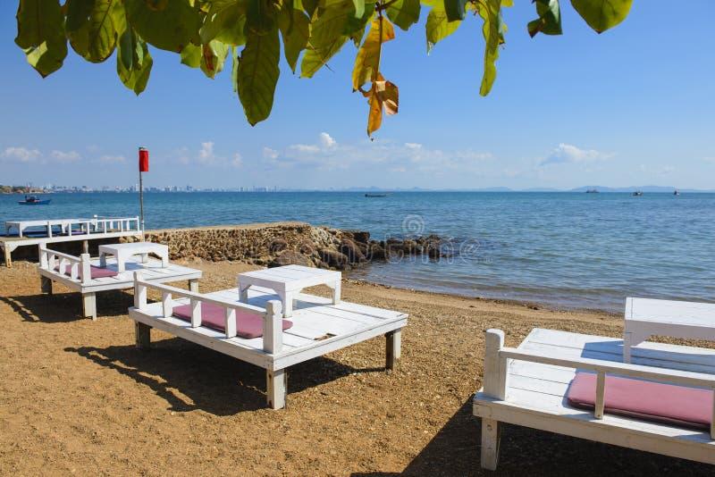 Tabella pranzante sulla spiaggia immagine stock libera da diritti