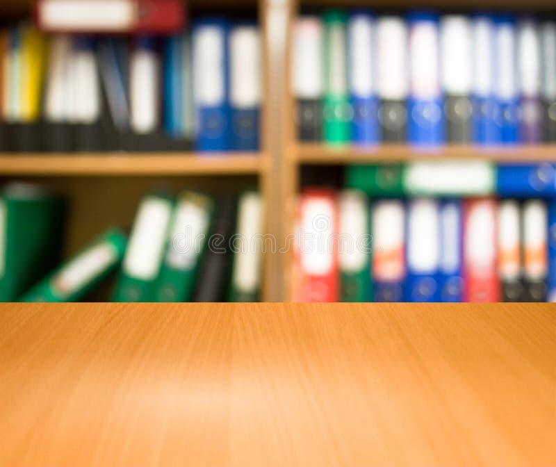 Tabelle in einem Geschäftslokal lizenzfreie stockfotos
