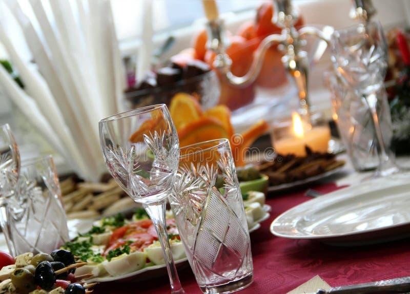 Tabelle im Restaurant lizenzfreies stockfoto
