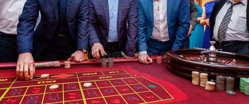 Tabelle mit Rouletten stockfoto