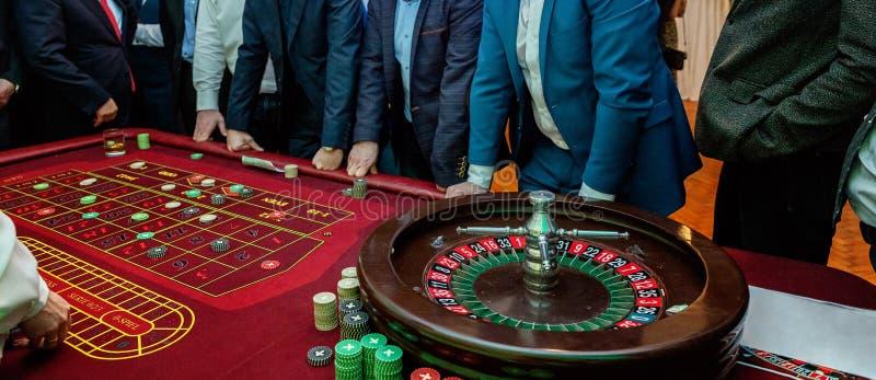 Tabelle mit Rouletten stockfotografie