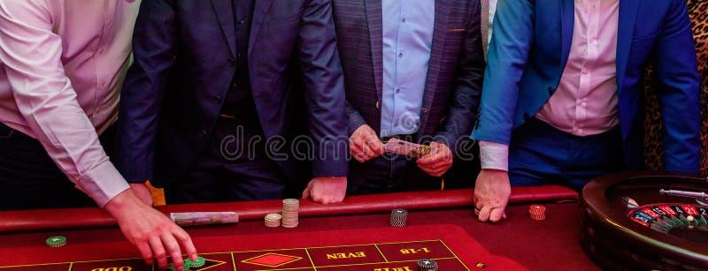 Tabelle mit Rouletten lizenzfreie stockfotos