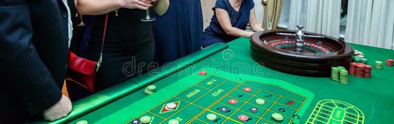 Tabelle mit Rouletten stockfotos