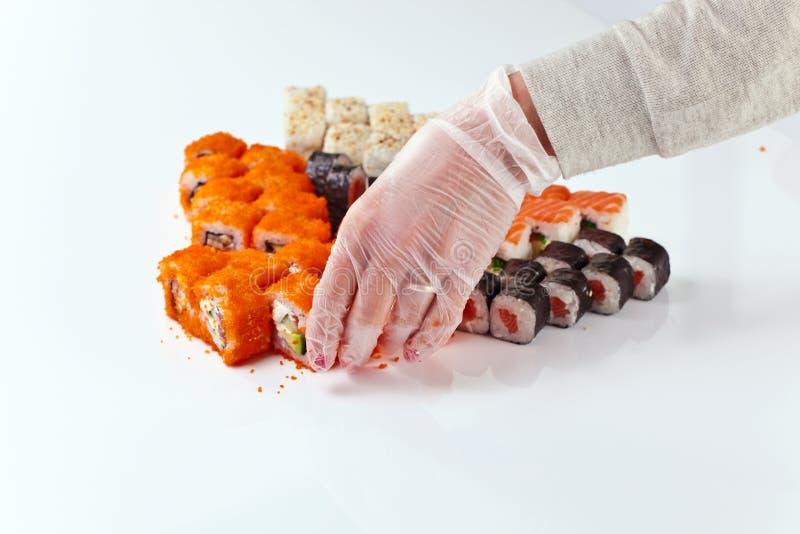 Tabelle mit Sushi stockfotos