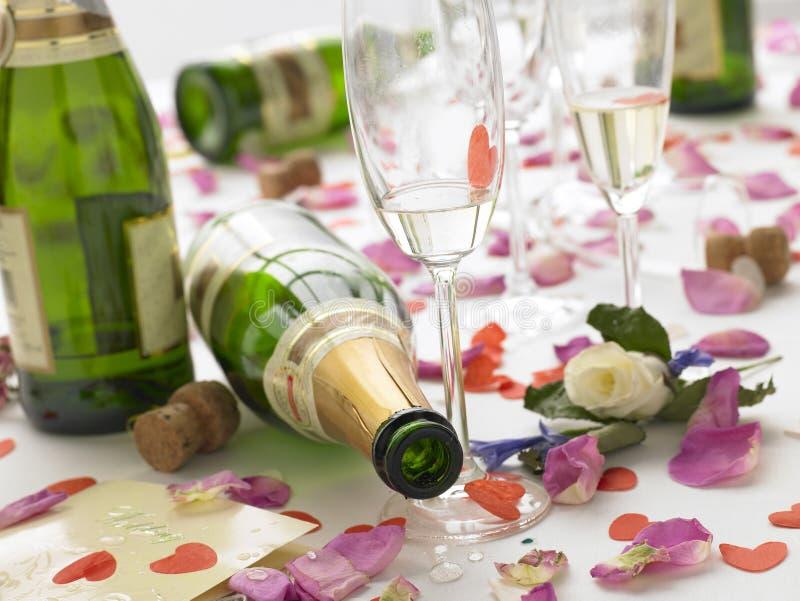 Tabelle nach Hochzeitsempfang stockfoto