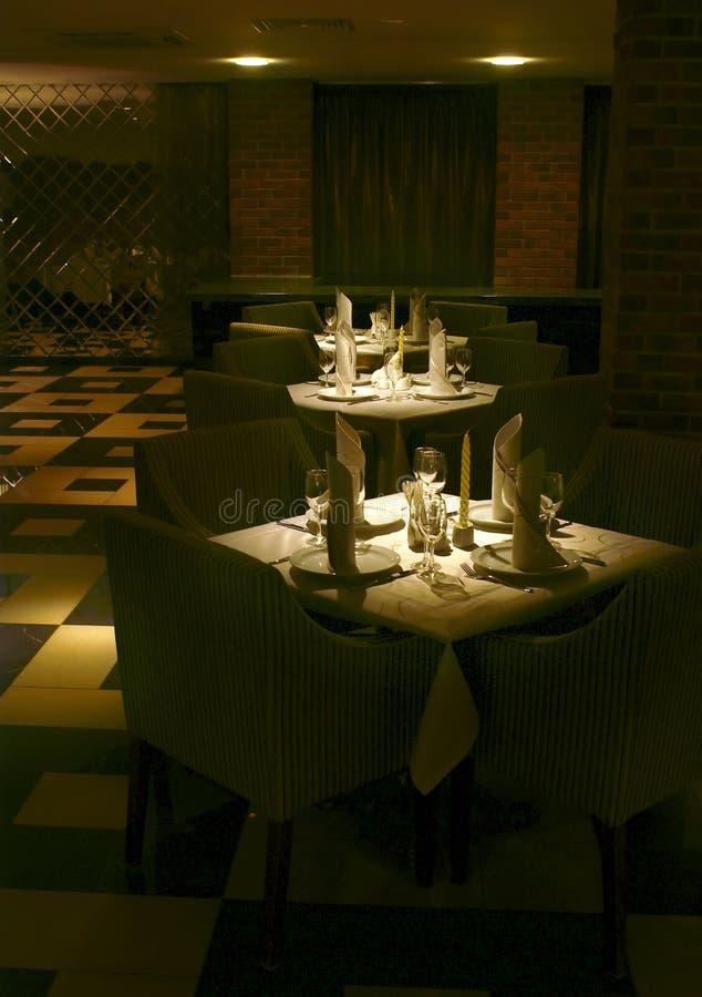 Tabelle servite ristorante immagini stock libere da diritti