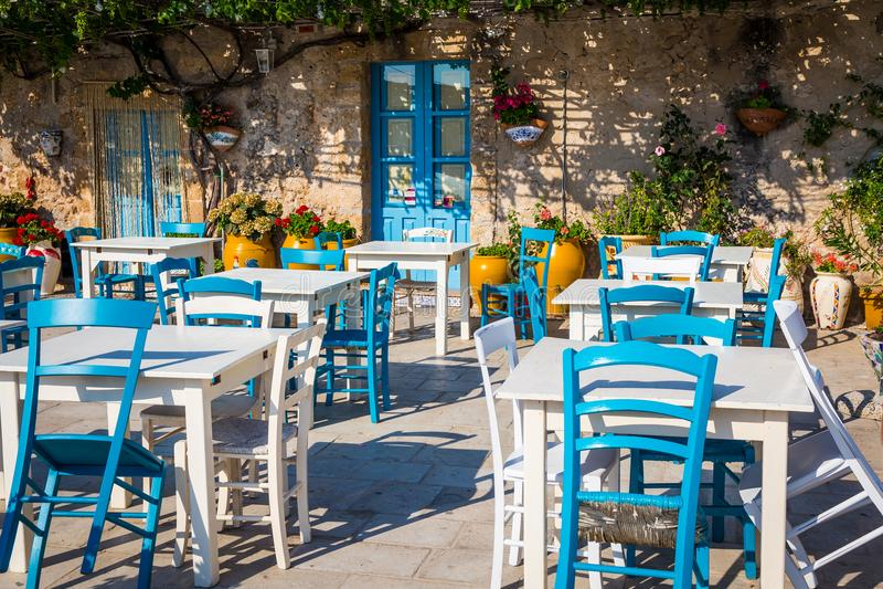 Tabelle In Un Ristorante Italiano Tradizionale In Sicilia Fotografia Stock Immagine Di Bello Mediterraneo 108039398
