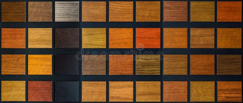 Tabelle von Proben des furnierten Holzes stockfoto
