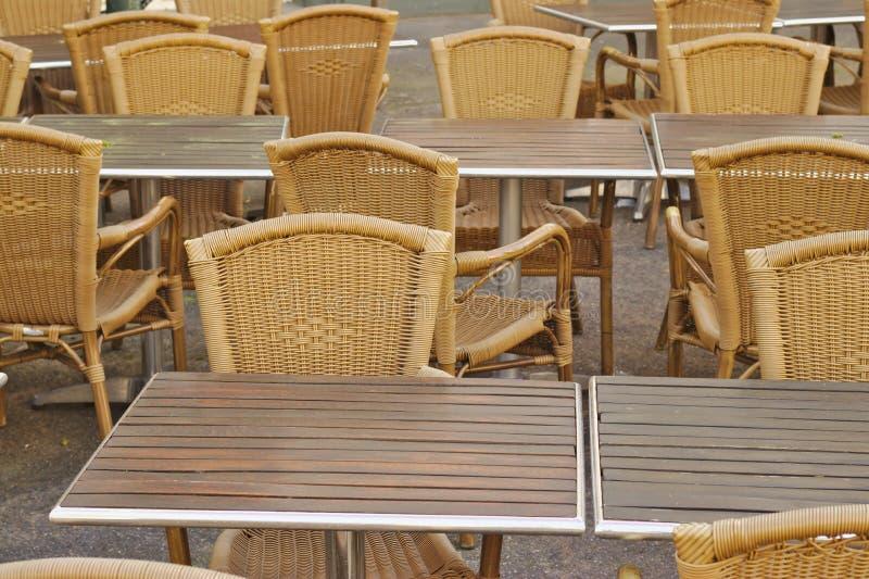 Tabelle vuote del ristorante fotografia stock libera da diritti