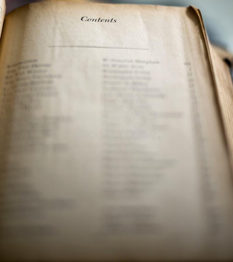 Tabellen av innehåll på från gammalt slitet bokar ut royaltyfri fotografi