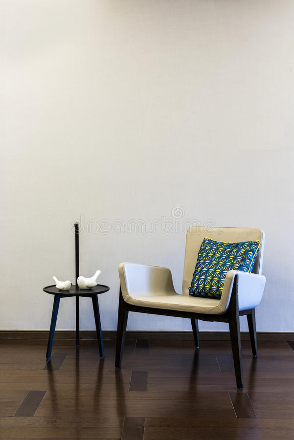 Tabellen-Grey Armchair-Kombination lizenzfreies stockbild