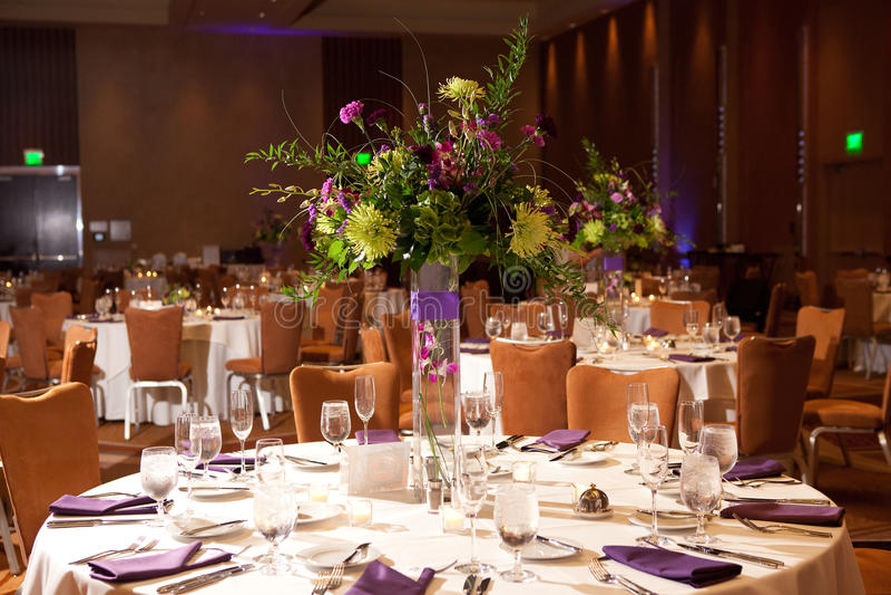 Tabellen am Hochzeitsempfang lizenzfreie stockfotografie