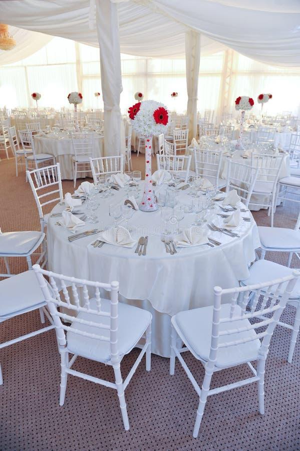Tabellen stellten für eine Ereignispartei oder -Hochzeitsempfang ein stockbilder