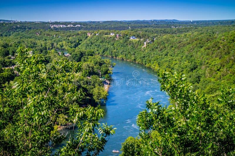 Tabellen vaggar sjön i Branson på sydväster Missouri royaltyfri foto