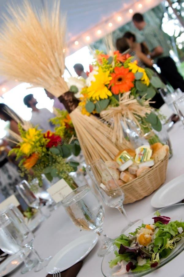 Tabelleneinstellung an der Hochzeit stockfotografie