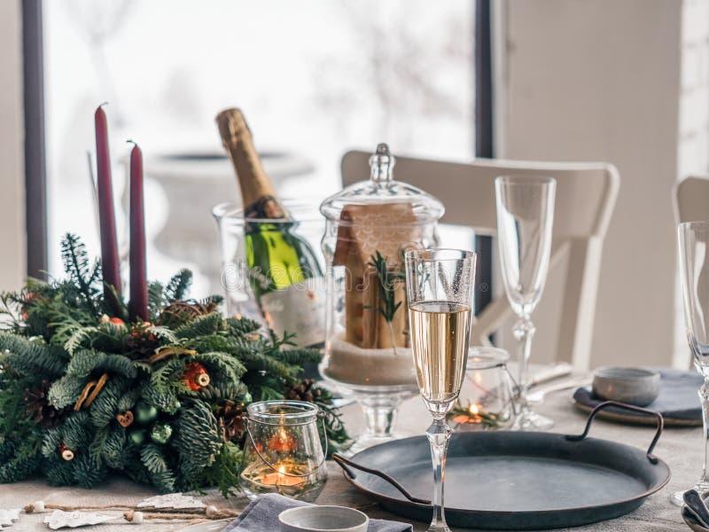 Tabelleneinstellung für Weihnachtsabendessen lizenzfreies stockbild