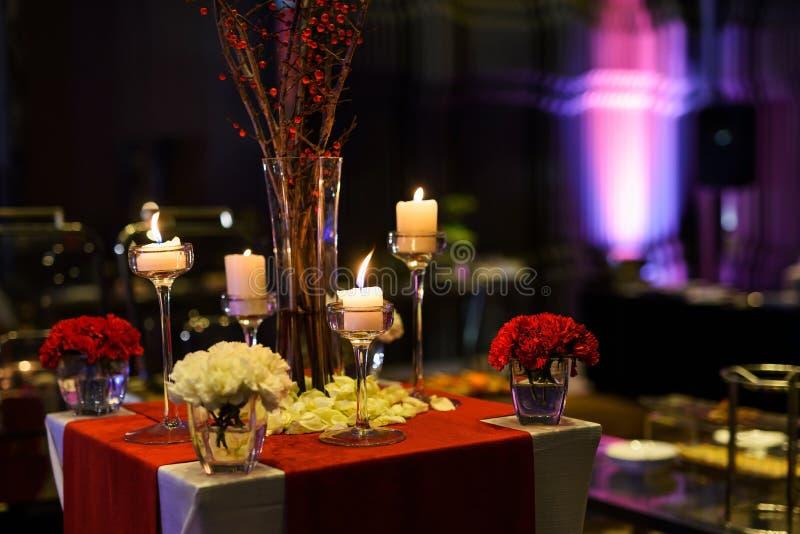 Tabellensatz der Hochzeitsdekoration lizenzfreies stockbild