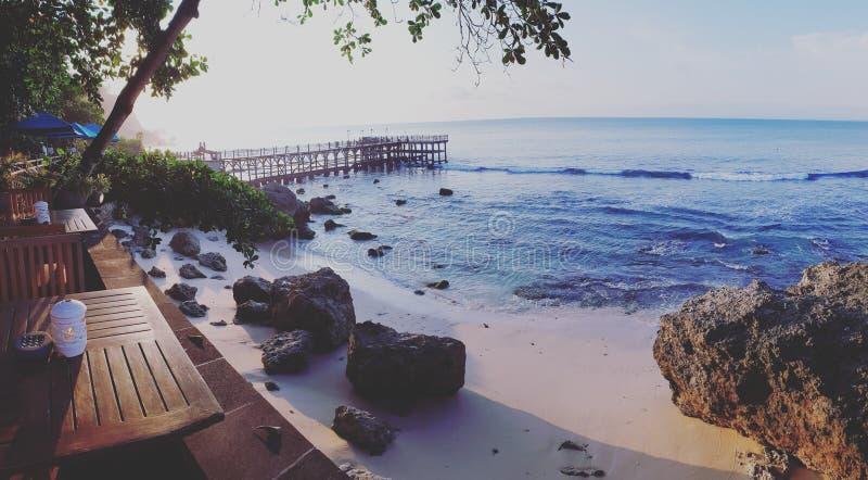Tabeller vid stranden, Bali royaltyfria bilder