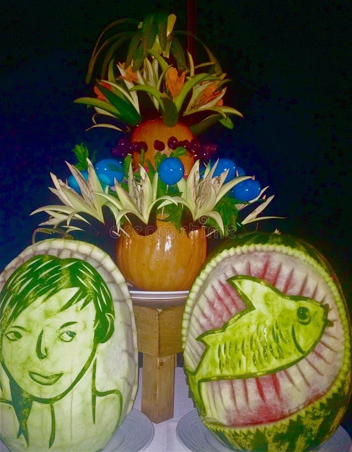 Tabellgarnering av frukt och grönsaker royaltyfri bild
