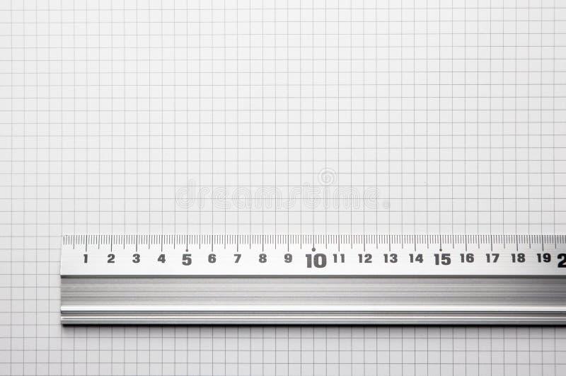 Tabellierprogramm ausgerichtet mit einem eingestuften Papier lizenzfreie stockfotografie