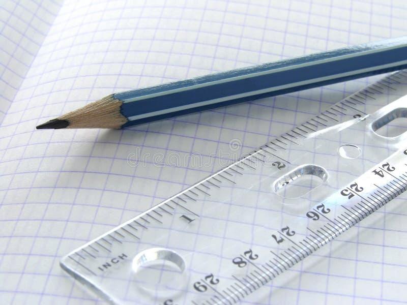 Tabellierprogramm und Bleistift lizenzfreies stockfoto